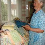 Audėja Barbora Birutė Maželytė demonstravo savo išaustus audinius