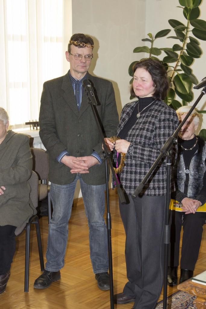 """Apdovanoti """"Aukso vainikais"""" mažeikiškiai Vytautas ir Raimonda Ramanauskai. Nuotr. V.Balzerio"""
